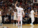 Dwyane Wade Gets Standing Ovation in Return to Miami